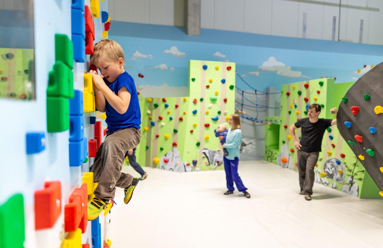 2020-Boulderwelt-München-Süd-Kinder-Kinderwelt-Kids-MixedBereich-Familien-Spaß (22)
