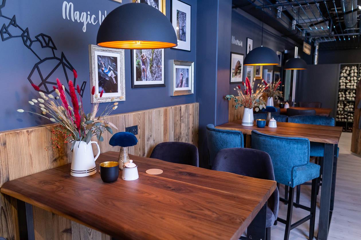 Bouldercafé Bistro zusammen sitzen Cafe Verpflegung Boulderwelt München Süd